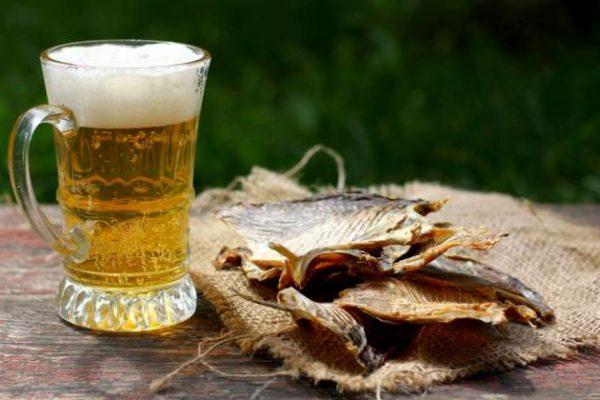 кружка с пивом и таранка