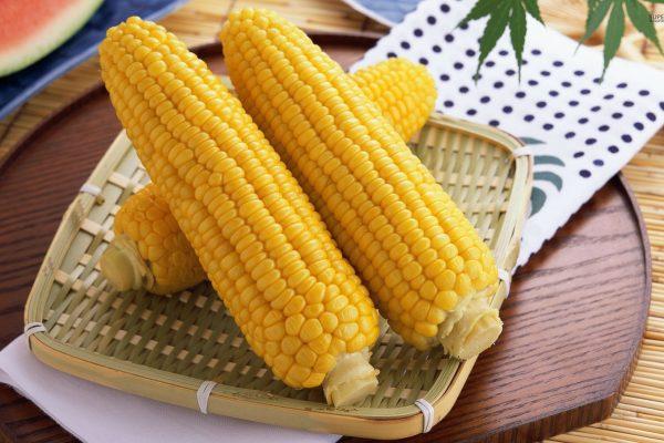 kak hranit kukuruzu