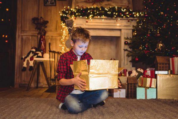Что подарить ребёнку на Новый год 2021